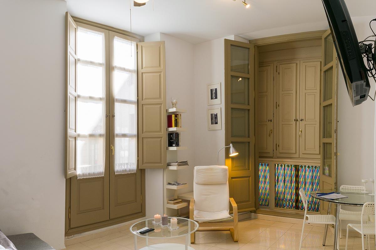 Vista del salón del apartamento turístico MALAMA B2 en el centro de Málaga