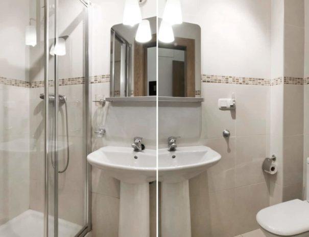 Vista del baño del apartamento MALAMA B3 en el centro de Málaga